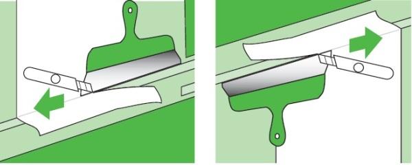 Обрезка обоев с помощью шпателя